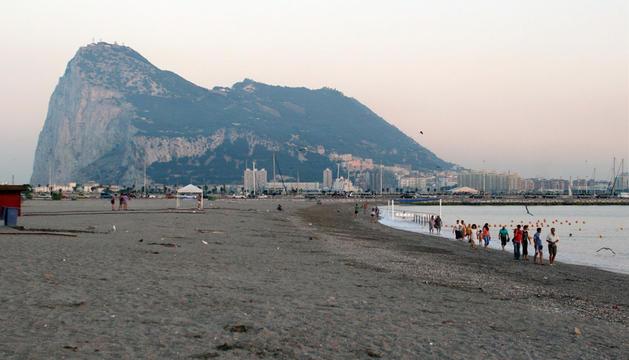 El peñón de Gibraltar, visto desde la Línea de la Concepción