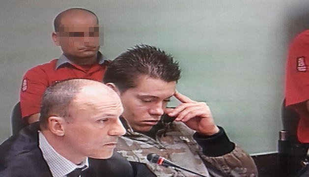 El acusado, junto a su abogado