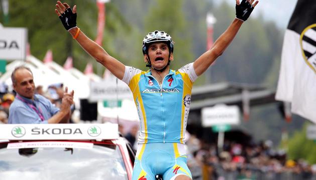 El checo Roman Kreuziger (Astana) celebra tras ganar la decimonovena etapa del Giro de Italia, disputada entre Treviso y Alpe di Pampeago, de 198 kilómetros