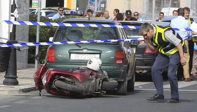 El ciclomotor de los atracadores que asaltaron una oficina bancaria de San Juan de Aznalfarache