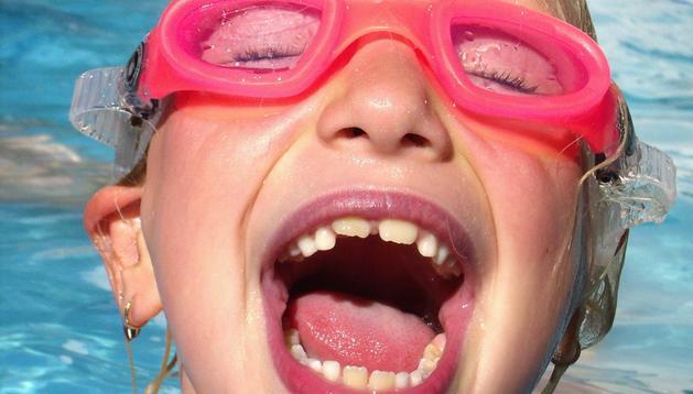 En el taller de la risa se practican muchos tipos de actividades, desde hablar como un camello hasta hacer una guerra de globos de colores