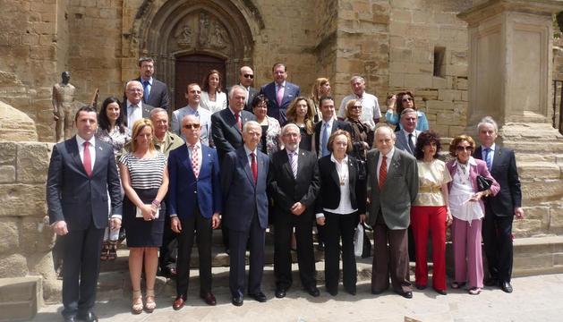 El alcalde de Viana (centro de la primera fila) y concejales con toda la delegación de Asturias y Gerona