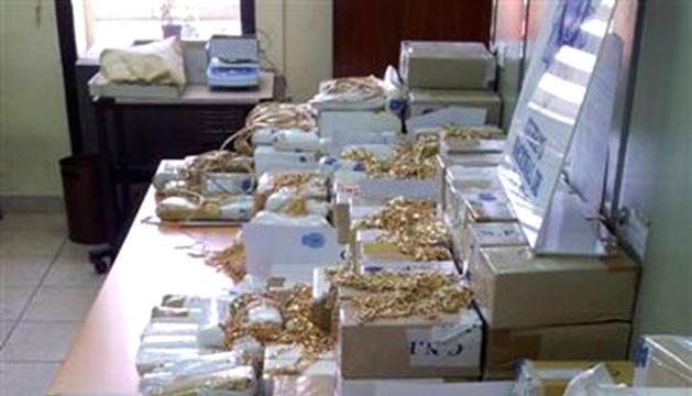 Fotografía facilitada por la Policía Nacional tras haber interceptado en Melilla 140 kilogramos de oro, el mayor alijo intervenido en España, perteneciente a una red de venta de droga en Europa