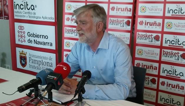 Javier Sobrino, presidente del Grupo Iruña, durante su comparecencia