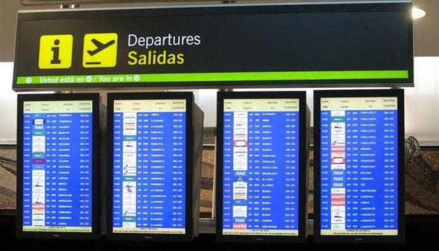Pantallas de las salidas de los vuelos del aeropuerto de Barajas