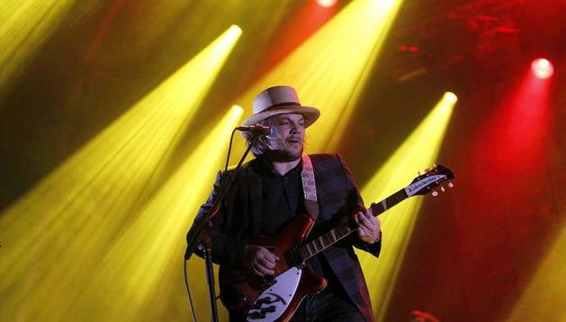 El guitarrista Jeff Tweedy, de la banda norteamericana Wilco, durante el concierto ofrecido en el Festival Primavera Sound de Barcelona