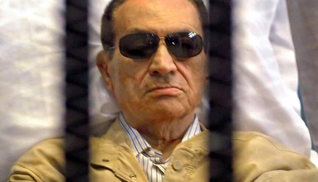 El expresidente egipcio Hosni Mubarak fue condenado a cadena perpetua por el Tribunal Penal de El Cairo que lo halló culpable de la muerte de manifestantes durante la revolución que llevó a su renuncia en febrero de 2011. EFE