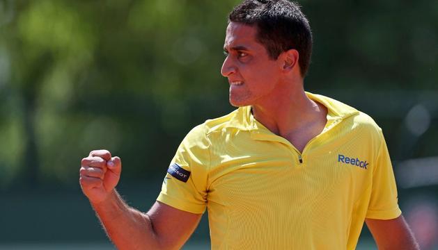 Almagro hace un gesto de victoria durante su partido ante el serbio Tipsarevic