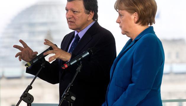 Angela Merkel junto a Durao Barroso en la reunión preparatoria de la próxima cumbre de la UE