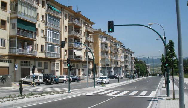 El semáforo, en la carretera que da acceso a Sarriguren