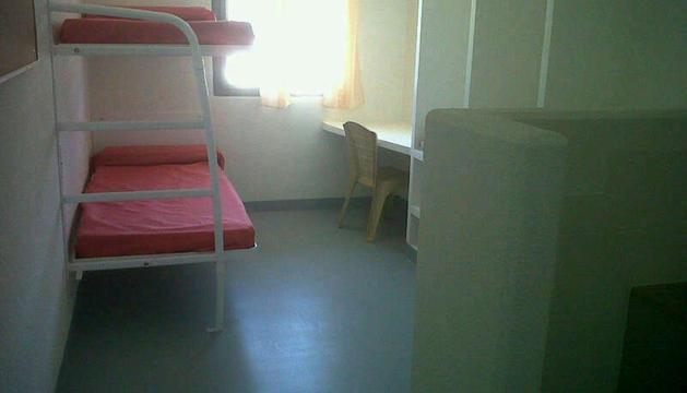 Imagen de una de las celdas de la nueva cárcel de Pamplona, cuyo tamaño se amplía de los 10 a los 13 metros cuadrados