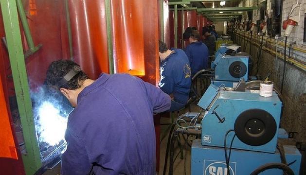 La producción industrial bajo en casi todas las comunidades, y sólo subió en Murcia, 4,8 por ciento, y Cantabria, 2,2 por ciento