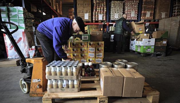 Hoy se inicia la gran recogida en 18 s per con 325 voluntarios noticias de navarra en diario - Banco de alimentos de navarra ...