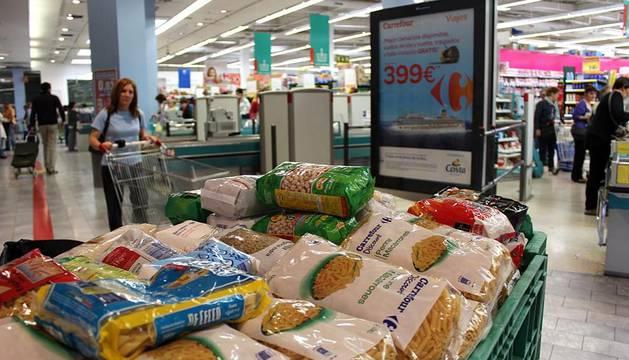 Primer día de La Gran Recogida en la puerta de los supermercados de Pamplona.