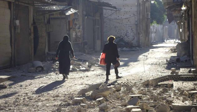 Edificios dañados tras los ataques en Homs