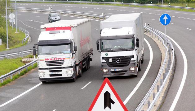 Dos camiones, en Pagozelai