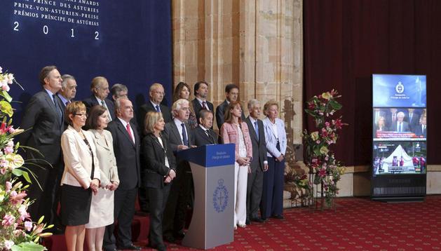El jurado que ha concedido hoy el Premio Príncipe de Asturias de Cooperación a la Cruz Roja y la Media Luna Roja