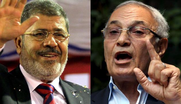 Candidato presidencial egipcio Mohammed Morsi (i)  y el candidato presidencial Ahmed Shafik (d).