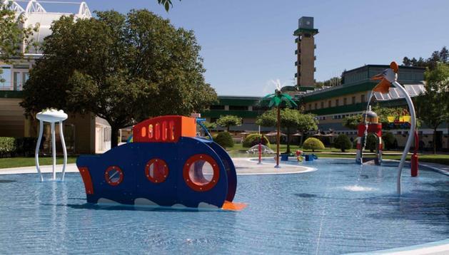 Amaya abre el verano con una nueva piscina noticias de for Piscinas amaya