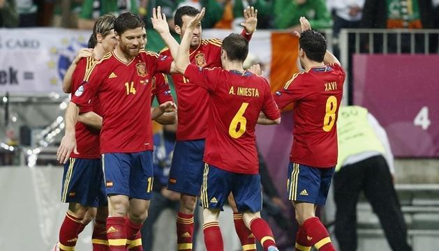 España busca esta noche el liderato del Grupo C