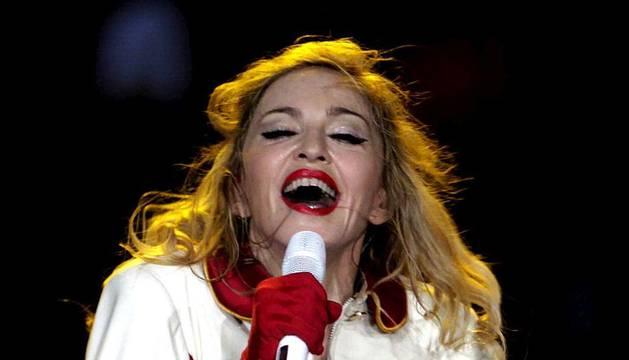 La cantante Madonna, durante el primer concierto ofrecido en el Palau Sant Jordi de Barcelona, única ciudad española incluida en la gira