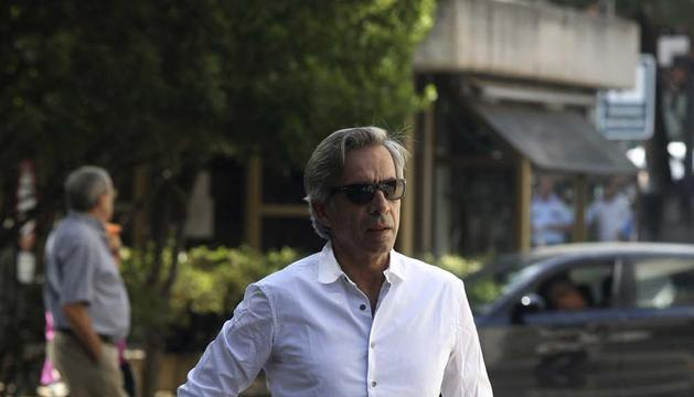 El actor Imanol Arias a su llegada al Tanatorio de la M-30 de Madrid, para el velatorio del actor Juan Luis Galiardo
