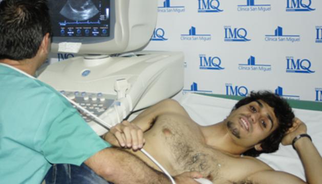 Alejandro Arribas, durante su reconocimiento médico en la Clínica San Miguel