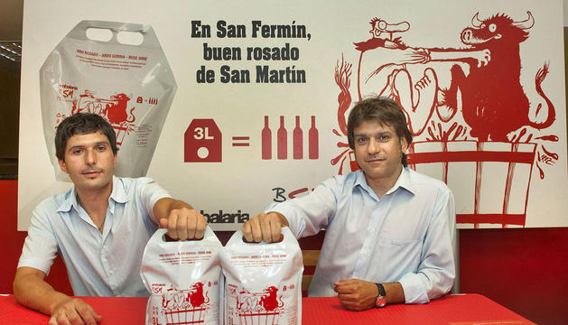 Gonzalo Celayeta, enólogo y director técnico de Bodegas San Martín S. Coop; y Eduardo Sarnago, responsable de Embalaria y director comercial de Valsay, durante la presentación de La Bolsa del Vino