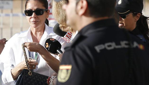 La tonadillera, Isabel Pantoja, a su llegada este viernes a la Audiencia Provincial de Málaga