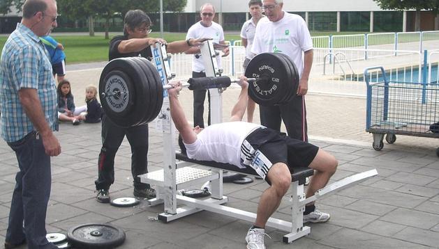 Ventura Dávila logró la victoria en el Open Navarro de Press-Banca tras levantar 185 kilos