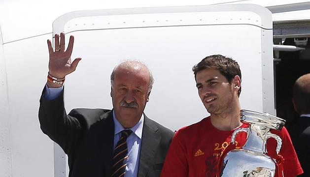 España aterriza en Barajas tras el triunfo en Kiev