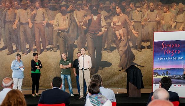 Ana González, Carmen Moriyón, Ángel de la Calle, Paco Ignacio Taibo II y José Luis Paraja, dirante la presentación de la Semana Negra