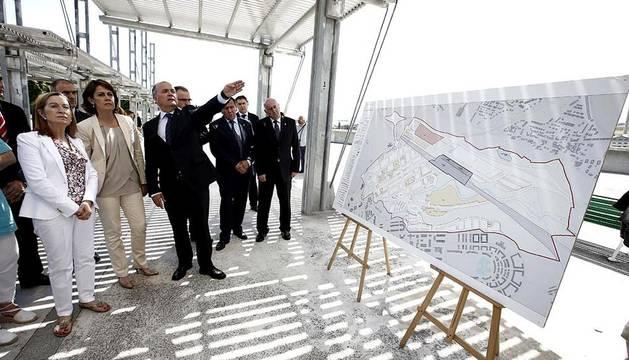 La ministra de Fomento, Ana Pastor, visitó las obras de la futura estación ferroviaria de Pamplona y las instalaciones de Volkswagen Navarra en Landaben.