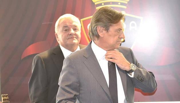 El 25 presidente del C.A. Osasuna, Miguel Archanco, tomó posesión del cargo tras las elecciones de junio de 2012 en las oficinas del estadio Reyno de Navarra.