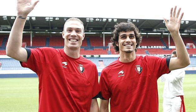Nano y Alejandro Arribas fueron presentados como jugadores del C.A. Osasuna en el estadio Reyno de Navarra.