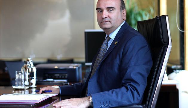 El consejero de Interior, Javier Morrás, ayer en su despacho del Palacio de Navarra