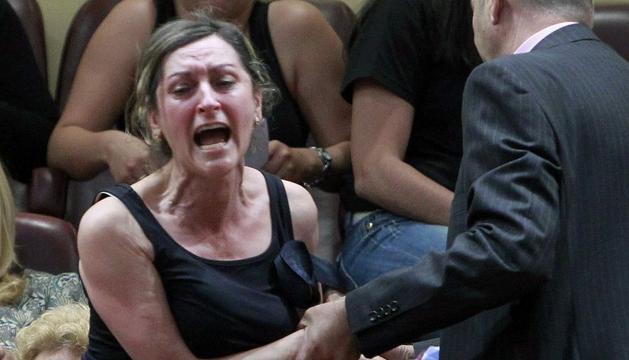 Una de las esposas de los mineros que fueron desalojadas tras proferir gritos contra el Partido Popular en el Congreso de los Diputados