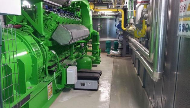 Imagen de la sala del motor de la nueva planta cogeneradora del edificio A del CHN
