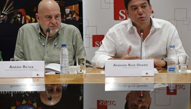 EL presidente de la SGAE, Antón Reixa (izda), y el presidente de la Fundación Autor, Antonio Ruíz Onetti