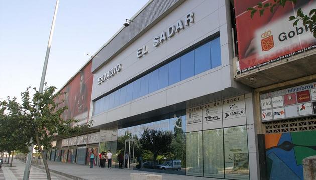 Fachada anterior del estadio de Osasuna, cuando su nombre oficial era El Sadar