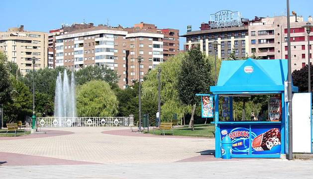 Una sensación de calor pesada. Ésta será la nota dominante de un bochornoso jueves en el que el Gobierno de Navarra ha activa la alerta amarilla por altas temperaturas en la ribera del Ebro (desde Cortes a Viana).