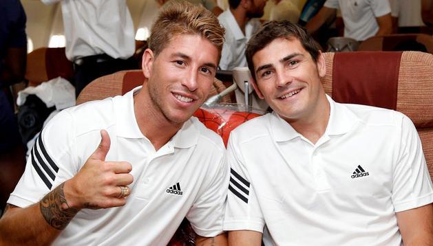 Sergio Ramos e Iker Casillas, en el avión que les llevó a Los Ángeles