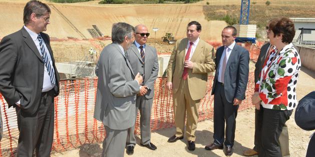 Las autoridades, en la visita a las obras del Canal de Navarra