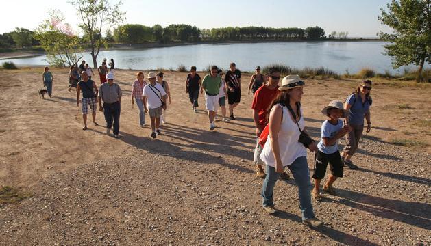 De paseo por la laguna de Lor durante la primera visita diurna que partió de Cascante