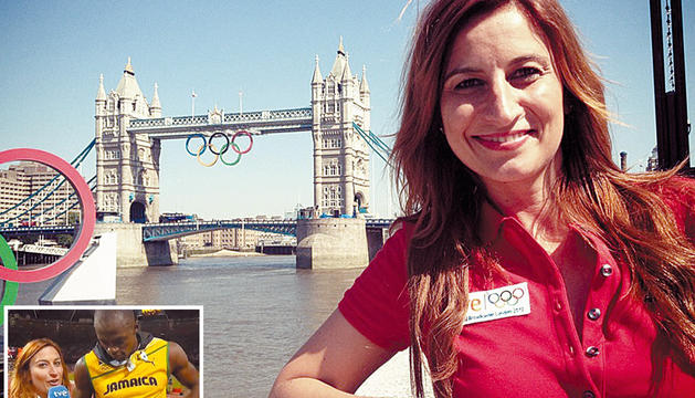 Izaskun Ruiz posa con el Tower Bridge al fondo decorado con los aros Olímpicos en Londres.