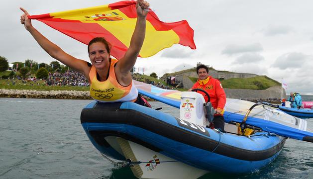 Marina Alabau celebrando su oro olímpico tras la competición.