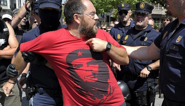 Detenido en la protesta de Herrira por el preso etarra osu Uribetxebarria.