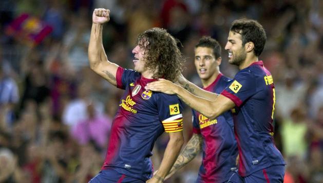 Puyol y Cesc celebran el primer gol del partido