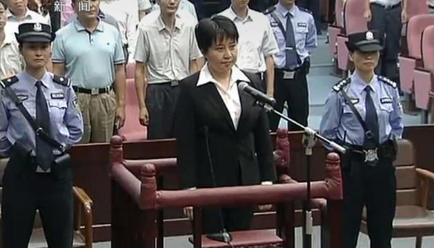 Gu Kailai en el momento en que se enfrenta a la sentencia del tribunal por envenenar al empresario británico Neil Heywood