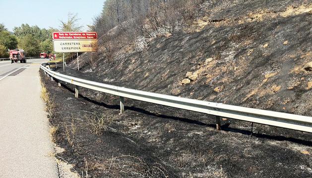 La falda del monte Arromendi, pasto de las llamas tras el segundo incendio declarado en Sorauren.